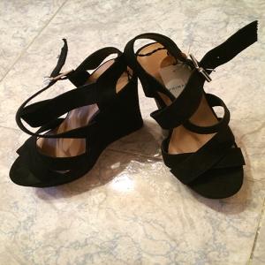 sandalias basicas negras